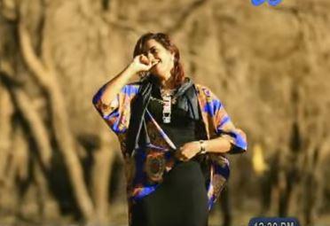"""فتاة """"شهادة عربية"""" تثير التساؤلات داخل صفحات مواقع التواصل الاجتماعي السودانية بسبب رقصاتها"""