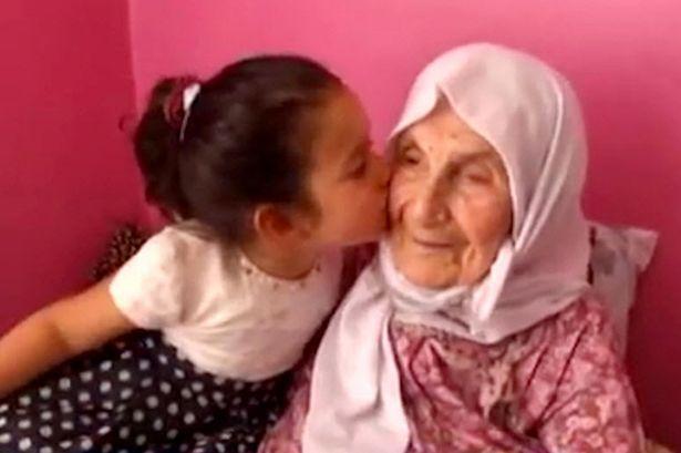 امرأة تبلغ 111 لديها 120 حفيدا تكشف سر طول عمرها2