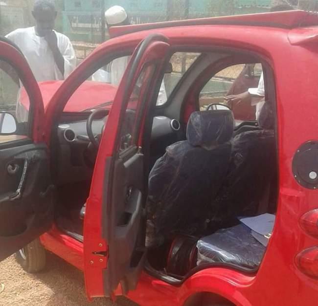 """إجراء اختبارات لسيارة في السودان تعمل دون """"ماكينة وجربوكس"""" وتسير بالطاقة الشمسية"""