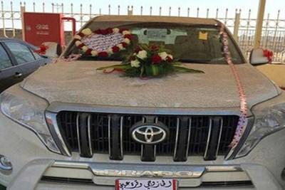 معلمة سعودية تهدي زوجها فيلا وسيارة فارهة