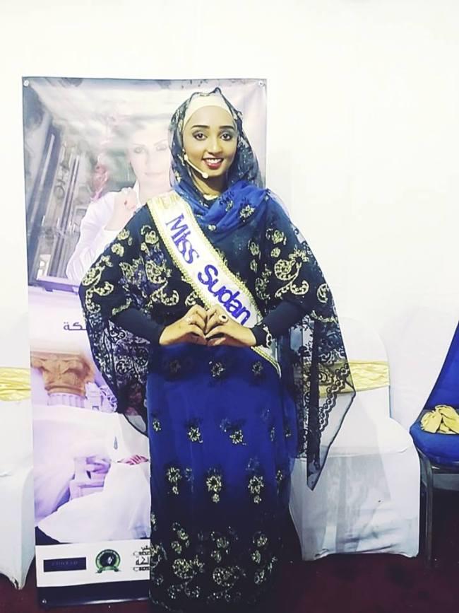 """شاهد..صور الكنداكة السودانية نضال النعيم لحظة وقوفها أمام اللجنة في المرحلة الثانية من برنامج """"الملكة"""""""