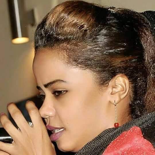 الفنانة السودانية رمان موسي تعتزل الغناء