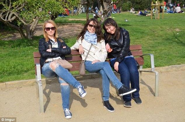لقطة لـ3 فتيات تجلسن على مقعد تثير حيرة الإنترنت2
