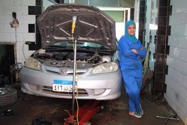 هل تتخيل ماهي مهنة هذه الفتاة المصرية ميكانيكي