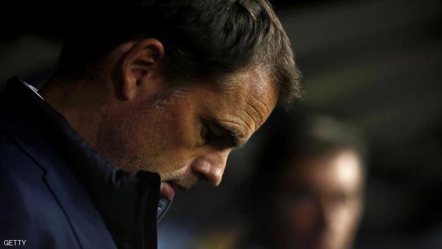 Inter Milan's Dutch head coach Frank de Boer looks on during the Italian Serie A football match Sampdoria vs Inter Milan on October 30, 2016 at the Luigi Ferraris Stadium in Genoa. / AFP / MARCO BERTORELLO        (Photo credit should read MARCO BERTORELLO/AFP/Getty Images)