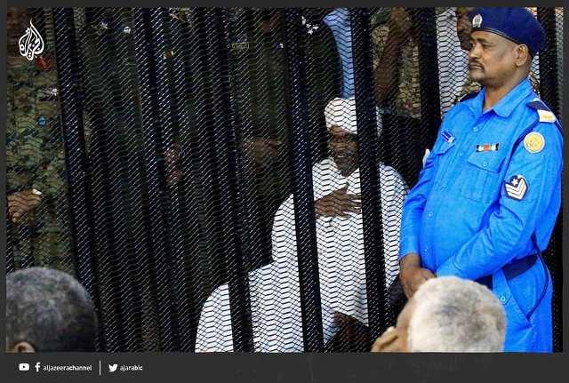 شبيه عمر البشير الذي يجلس خلف القضبان من هو