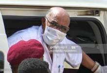 Photo of البشير يفجر مفاجأة خارج قاعة المحكمة