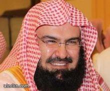 """السعودية :""""السديس"""" يفطر مع عمال النظافة بجوار الحرم (صور)"""