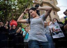 بالصور : حملة السيسي تجذب الناخبين  برقص الفتيات  أمام مراكز الإنتخابات !!