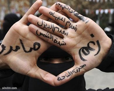 متظاهرة في مدينة تعز - اليمن - تؤكد استمرار الاحتجاجات 24-7-2011