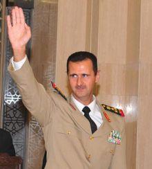 """بالصور والفيديو .. وفد أردني يكيل المديح للرئيس السوري بشار الأسد ويهديه """"عباءة العروبة"""""""
