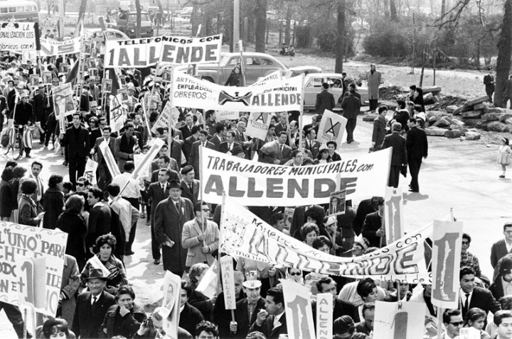 Workers march in support of Allende.