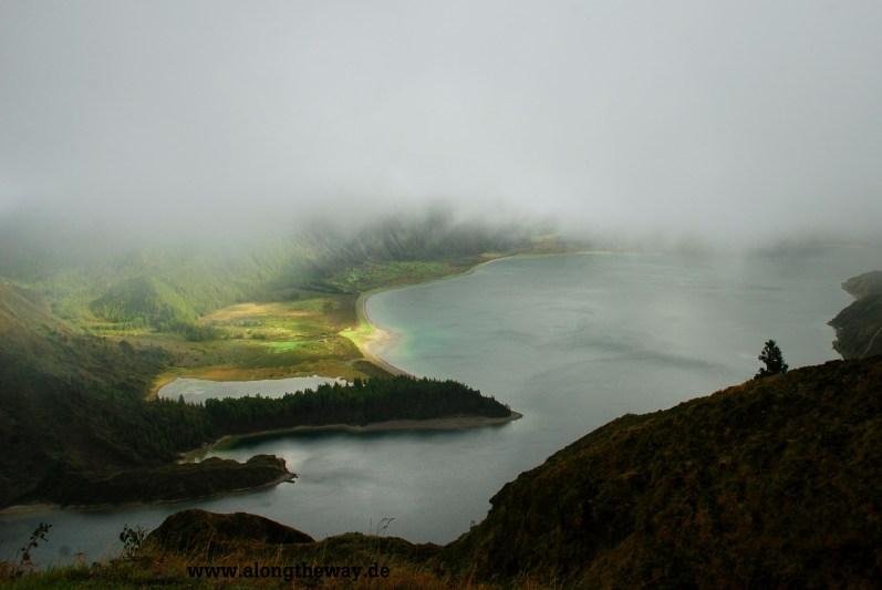 Lagoa do Fogo im Teil-Nebel