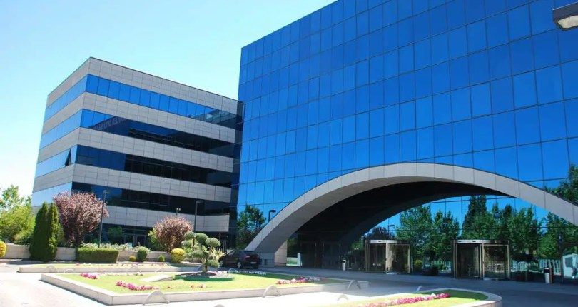 Exclusivo edificio en Alcobendas con oficinas disponibles