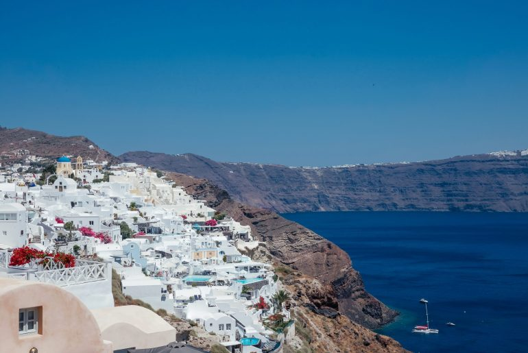 Santorini Travel Guide via A Lo Profile
