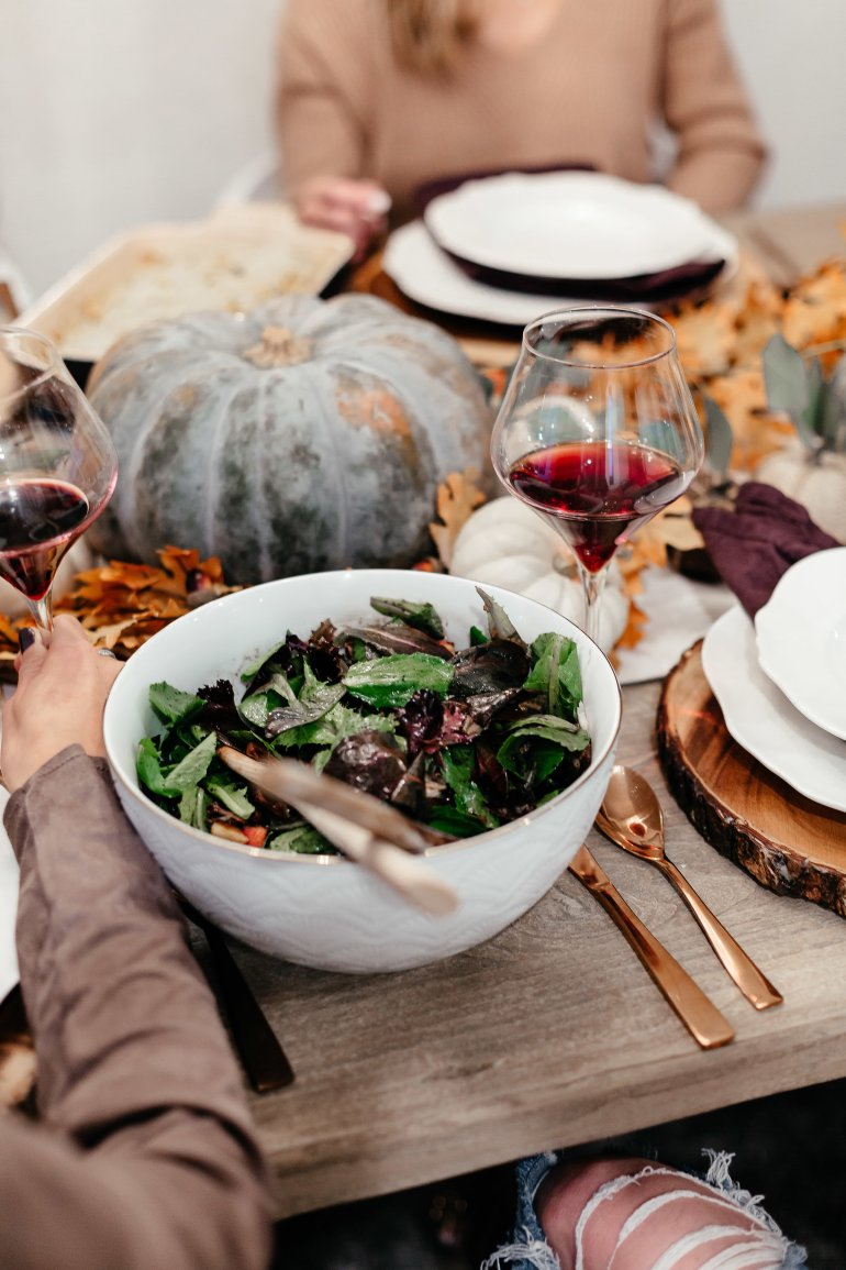 Thanksgiving Inspo from our 2017 Friendsgiving including what to wear, tablescape ideas, hostess gifts, and recipes.