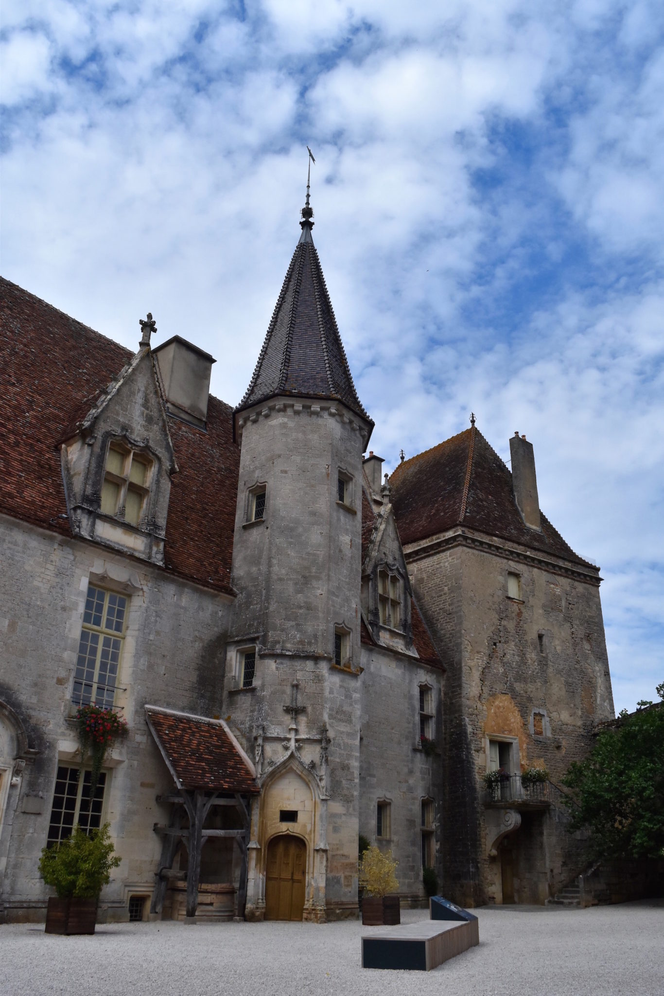 a-lovely-planet-chateauneuf-en-auxois-chateau