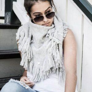 Dehn Design Nikki sjal å salg til tidenes laveste pris! Begrenset lager- kjøp nå! Se flere flotte julegaver, gavetips, gave til henne, eller deg selv?