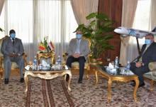 وزير الطيران خلال لقائه سفير السنغال