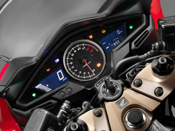 Honda-VFR800F-2014-4