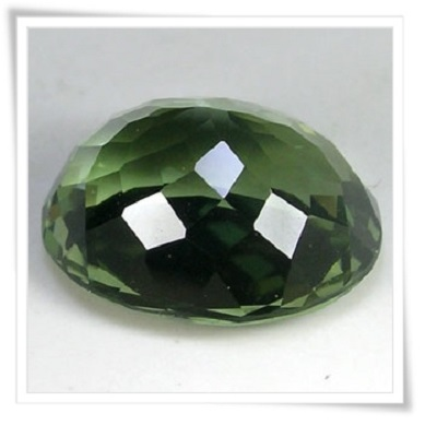 gemstones_GemRock-Wellness_3.8ct. Green Moldavite - VVS (2)