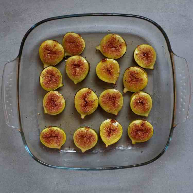 tesco_christmas_Dessert_recipes_fig_cardomom_pavlova