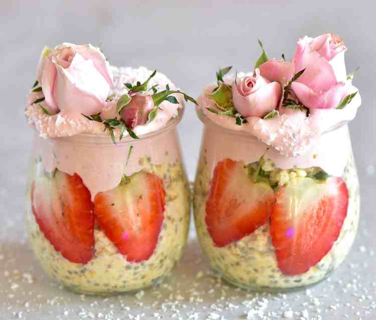 Overnight oats with strawberries