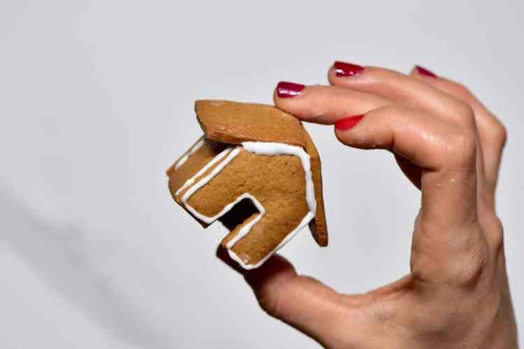 mini gingerbread house gingerbread mug topper