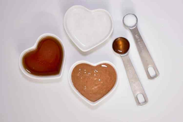 vegan salted caramel recipe using homemade almond butter and vanilla extract