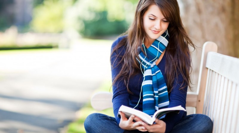 9 Points To Prove That Reading Books Is Better Than Watching TV