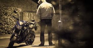Βρήκαν τρεις μοτοσικλέτες με πλαστές πινακίδες στο σπίτι ενός 20χρονου άνδρα