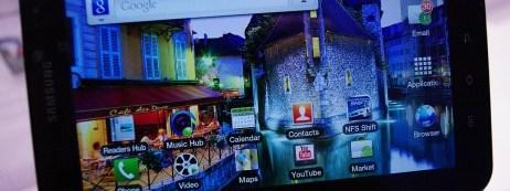 Samsung-Galaxy-Tab-in-hand-home-screen-landscape-462x359