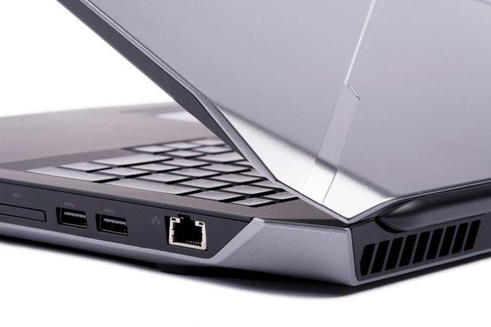 Dell Alienware 17 R2 - corner