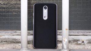 "Motorola Moto X Force review: The standard model looks handsome, all clad in black ""ballistic nylon"""