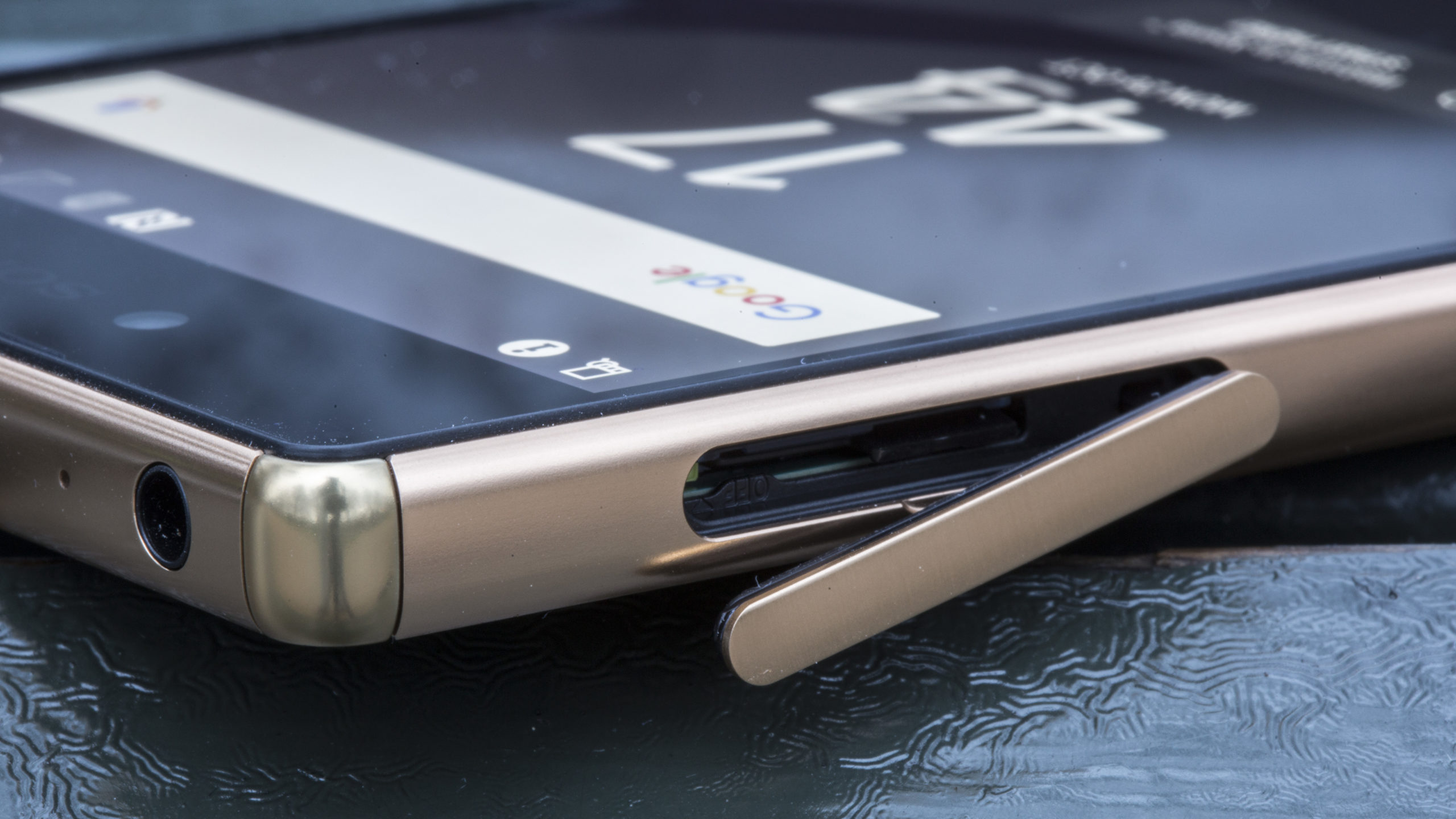 Sony Xperia Z5 Premium Review  Beautiful  Expensive  Pointless