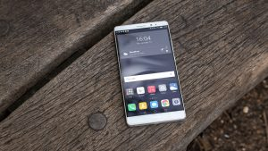 Huawei Mate 8 review: Front on