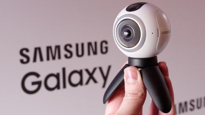 Samsung Gear 360 with tripod