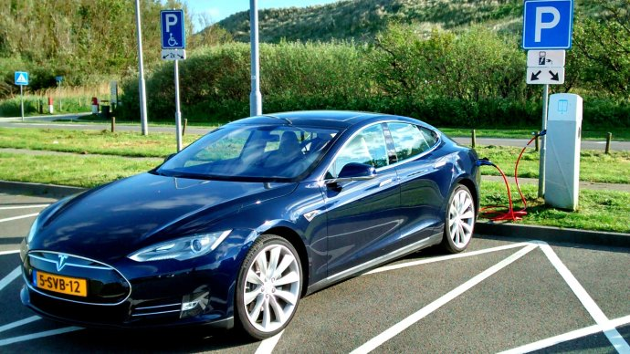 Tesla Model S EVs will race each other in a new all-electric championship next year