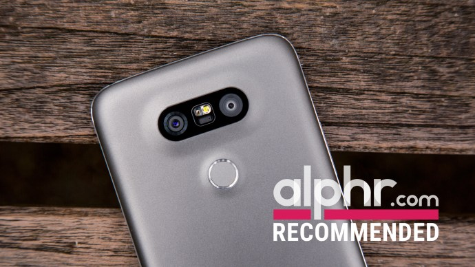 LG G5 cameras with award logo
