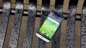 LG G5 on bench