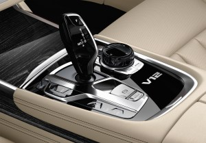 bmw_7_series_review_2015_19