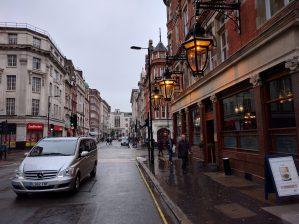 Google Nexus 5: Camera sample, pub on a grey day