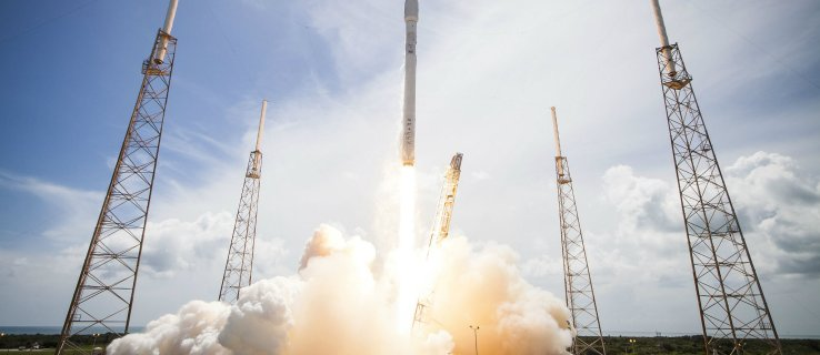 SpaceX promises internet for all, with a little help from 4,425 satellites