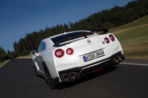2017_nissan_gt-r_review_12