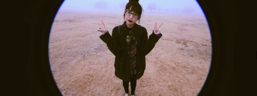 peace_sign_selfies