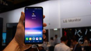 lg_v30_smartphone_display_1