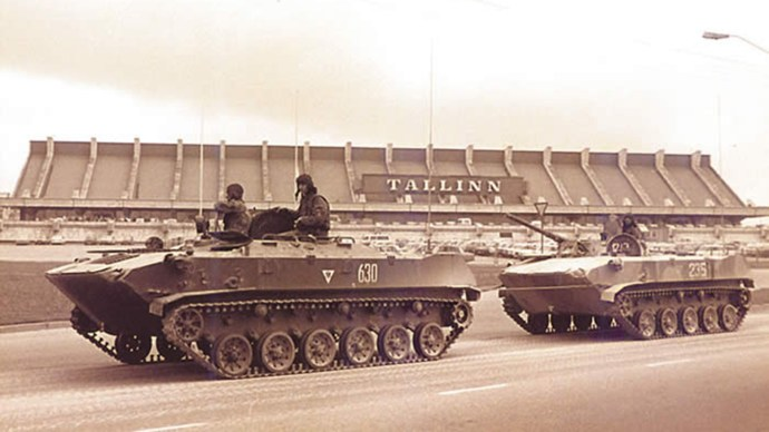 the-soviet-tanks-entering-tallinn-on-20-august-1991