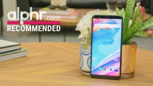 oneplus-5t-with-award