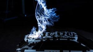 audi_e-tron_concept_car_electricity_strike3