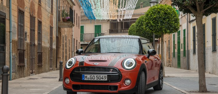 Mini 3-Door Hatch and Convertible (2018) review: A small car that's big on tech